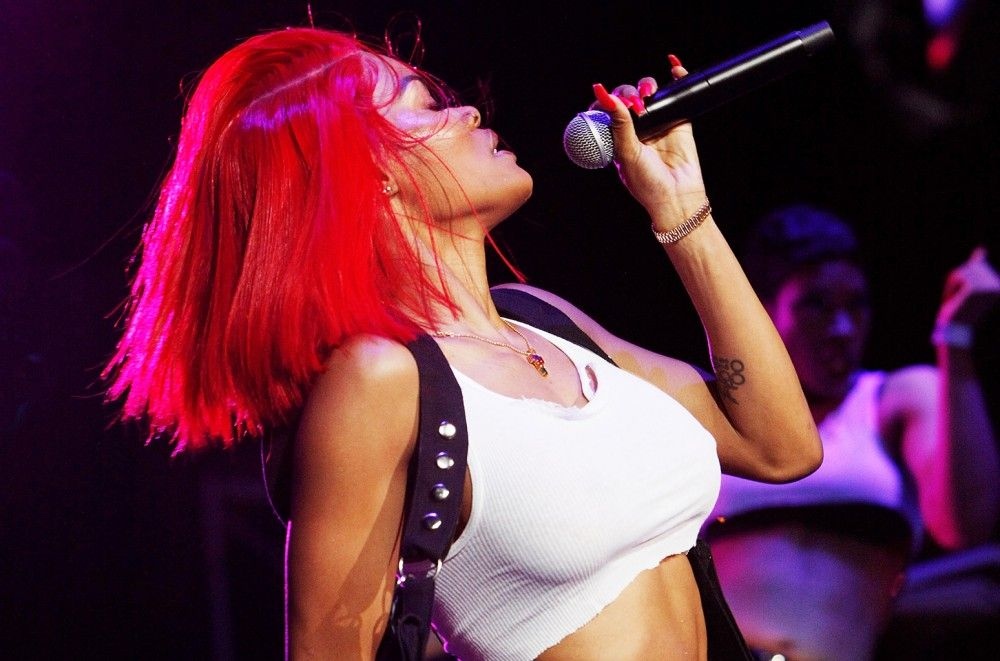 Teyana Taylor Falls Off the Stage in Style at New York Show: Watch