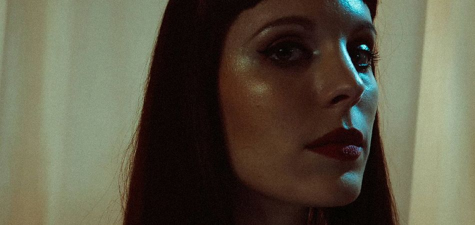 """Ana De Llor returns with the tense and powerful """"Malèna"""" [Video]"""
